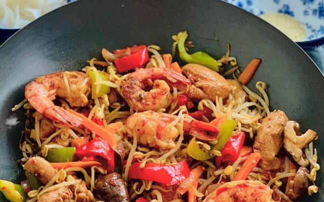 Chop choy met kip , scampi en gemengde groenten