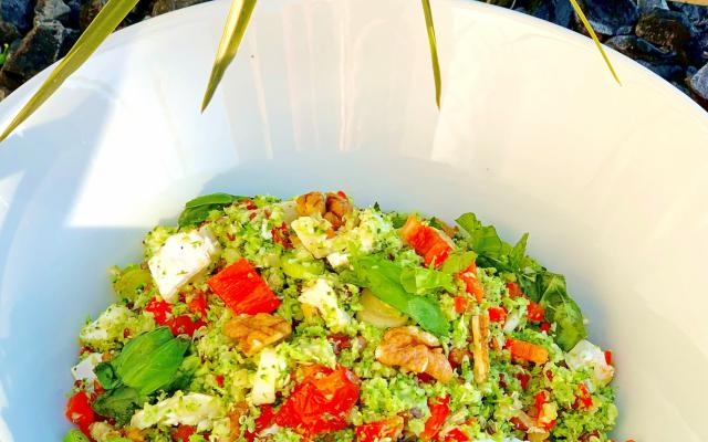 Quinoa-broccoli salade met walnoten en geitenkaas